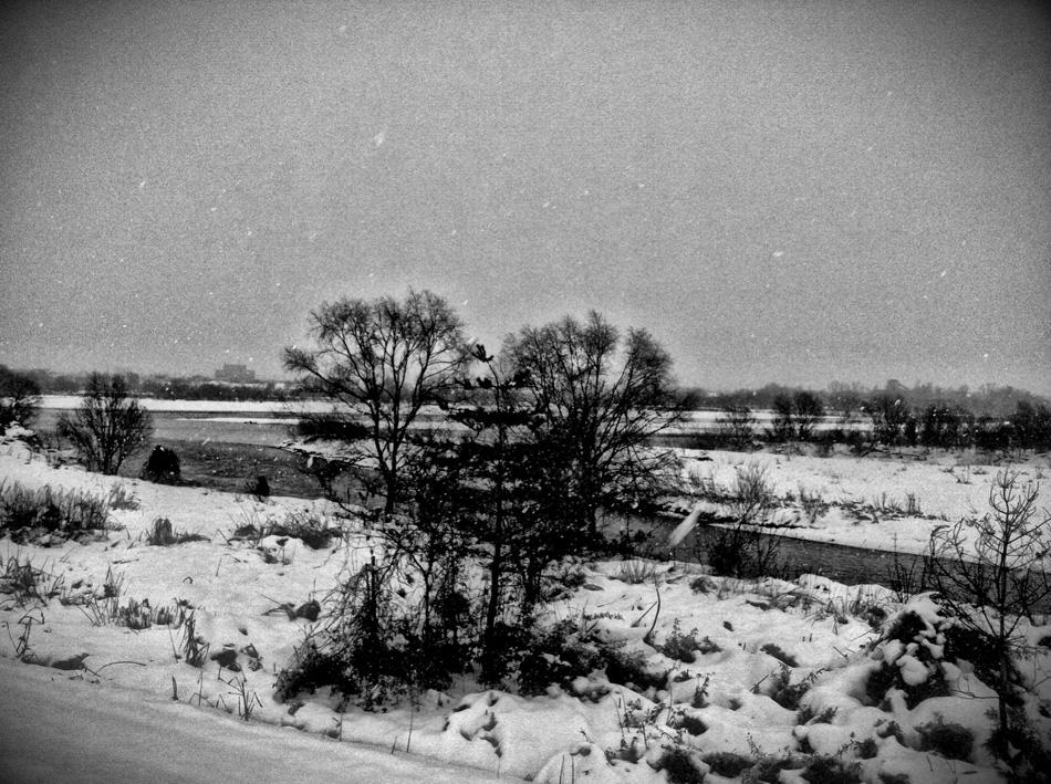 信濃川の雪(モノクロ)